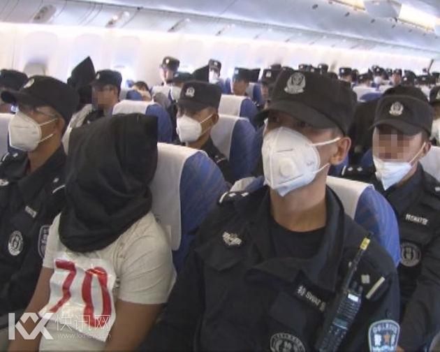 """在偷渡途中一旦遇到阻拦,偷渡人员往往就地""""圣战""""。2014年3月1日发生在云南昆明火车站的暴力恐怖案件,就是企图偷渡出境参加""""圣战""""的恐怖分子受阻后所为,共造成31名无辜群众死亡,141人受伤。"""